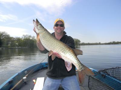Fox Chain, IL Captain Doug Kloet musky April 2012