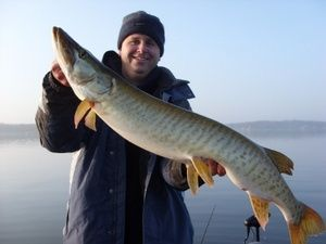 pewaukee lake wisconsin fishing guide service